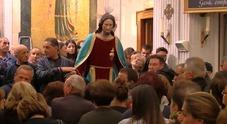 Sangue alla festa per il Sacro Cuore di Gesù: 12enne accoltellato nel Napoletano