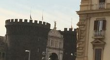 Lutto nazionale, Napoli con Genova: bandiere a mezz'asta sul Maschio Angioino