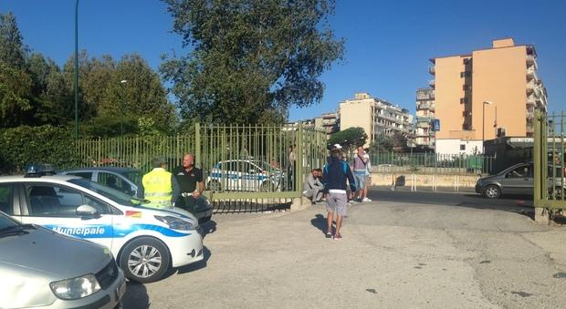 Napoli, la guerra degli ambulanti: sgomberati dal mercatino di Pianura