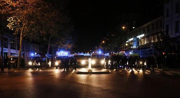 Notte di terrore in Francia: sparatoria davanti alla moschea di Avignone, otto feriti. «Esclusa matrice terroristica»