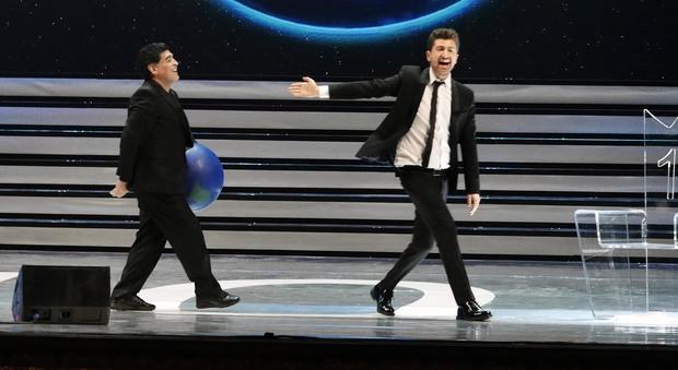 Maradona, dieci minuti alla piazza Amarcord e incognita Belen