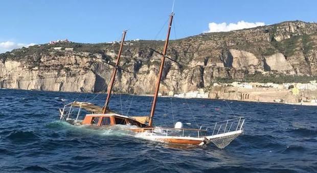 Vento forte e mare mosso in Costiera salvati 9 bagnanti in balia delle onde