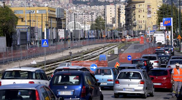 Caos via Marina, la città riapre fra lavori e disagi
