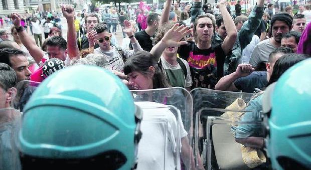 Milano, polemiche in Comune dopo il blitz di Casapound e gli scontri coi centri sociali