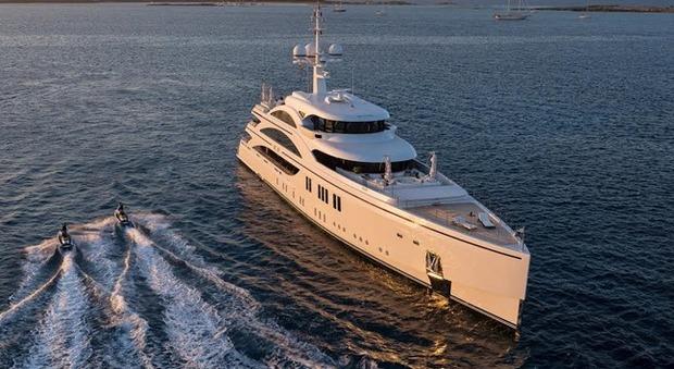 Kiton e Benetti: nasce la partnership tra l'alta sartoria e gli yacht di lusso