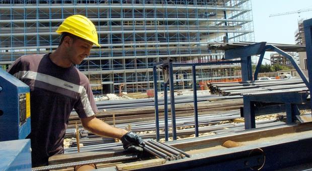Istat, cresce la disoccupazione: a maggio +11,3%. Male i giovani: il 37 per cento senza lavoro