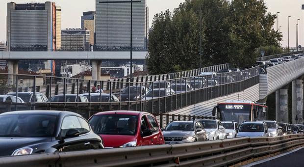 Tangenziale di Napoli, nuove verifiche sul viadotto: ristrette le corsie, sarà paralisi traffico