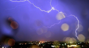 Fulmine sul volo Cagliari-Roma