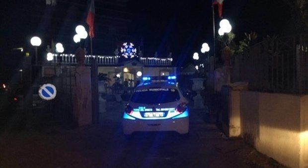 Blitz in Litoranea, chiuso ristorante: i vigili scoprono irregolarità sul cibo