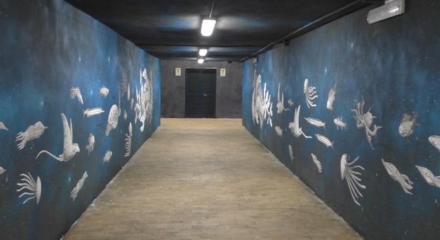 Mare e meduse, la street art conquista la stazione Circum a Piano di Sorrento