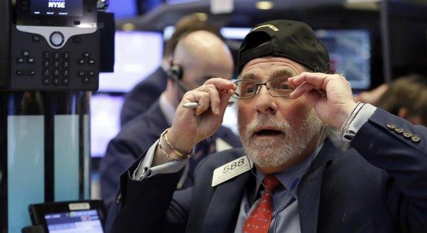 Borse europee in calo. A Piazza affari sale Intesa