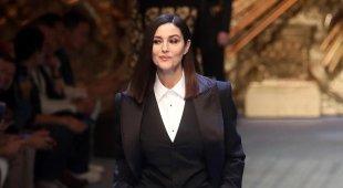 Sorpresa alla sfilata di Dolce&Gabbana: in passerella torna Monica Bellucci (vestita da uomo)