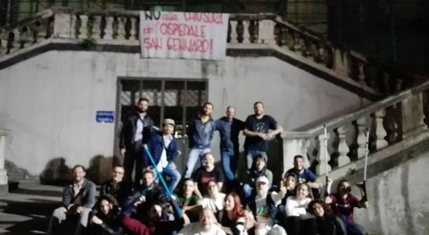 Napoli, la rivolta del rione Sanità occupato l'ospedale San Gennaro