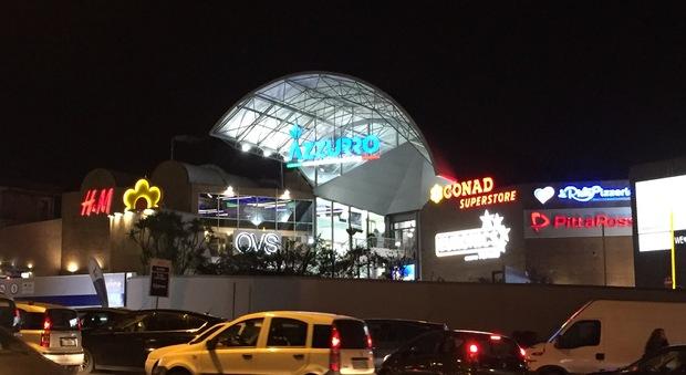 Inaugurato il centro commerciale azzurro a fuorigrotta for Centro commerciale campania negozi arredamento