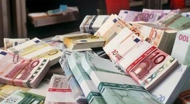 «Campania, stop al doppio vitalizio ogni giorno sprecati 9500 euro»