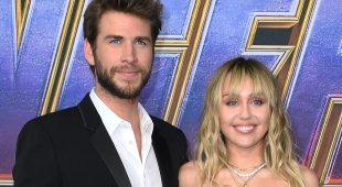 Liam Hemsworth chiede il divorzio a Miley Cyrus, lei replica: «Non l'ho mai tradito»