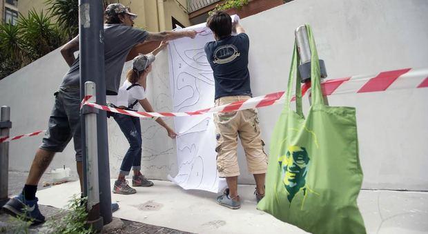 Un murales per ricordare il cronista Giancarlo Siani a Napoli
