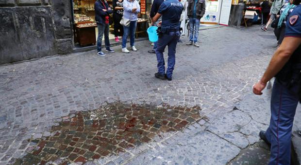 Napoli, la madre del 14enne ferito: «Insultato per il colore della pelle»
