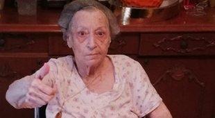 Nonna Carolina compie 100 anni, il Rione Sanità in festa