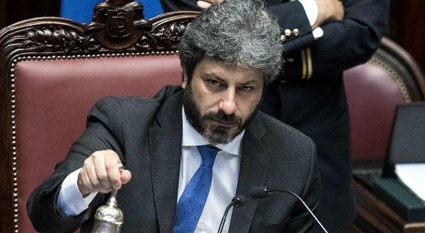 M5S, le bacchettate di Fico a Di Maio innescano la rivolta dei parlamentari: «Roberto vice nel Paese delle meraviglie»