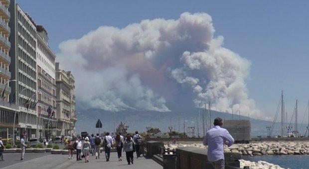 Smog a Napoli, oggi stop alle auto nell'intera città