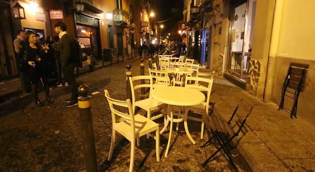 Caos movida ai baretti di Napoli: è guerra dei tavoli tra Comune e bar