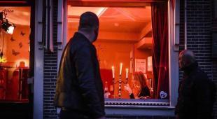 Amsterdam verso l'addio al quartiere a luci rosse e alle ragazze in vetrina