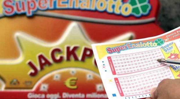 Napoli sfiora il jackpot dei record «5» da 27mila euro a Poggioreale