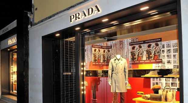 online store 71342 9d802 Colpo grosso da Prada: rubata giacca 50.000 euro | Il Mattino