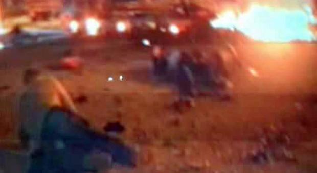 Due autobomba a Bengasi, strage vicino alla moschea: 22 morti, anche i vertici degli 007