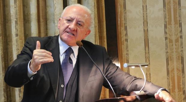 L'ultima di De Luca sull'Antimafia: «Indaga sulla frittura di alici»