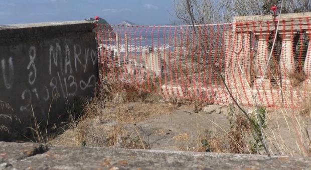 Napoli, il belvedere di Coroglio abbandonato nel degrado