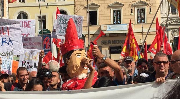 «Ogni giorno una barricata» 500 napoletani in corteo a Roma