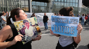 Pena dimezzata al carabiniere killer: «Il nostro bambino ucciso due volte»