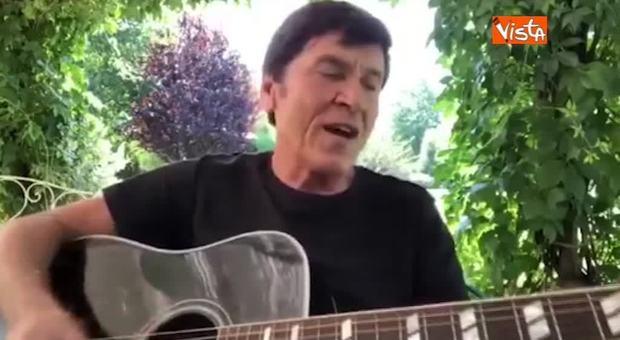 """25 aprile, Gianni Morandi canta """"Bella ciao"""" in un video sui social"""