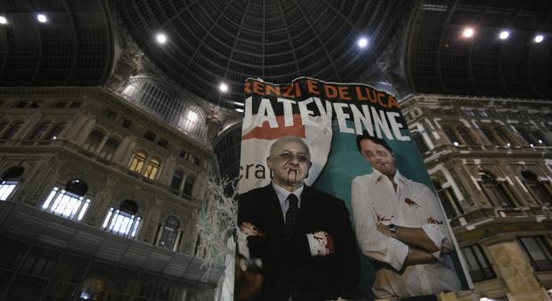 Protesta sul referendum davanti al teatro San Carlo