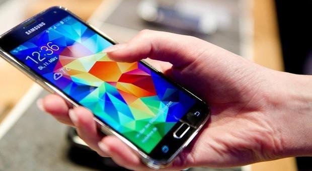 Stress da notifiche smartphone: lo si batte «raggruppandole»