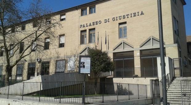 Molestie sessuali su una bambina, pensionato agli arresti domiciliari