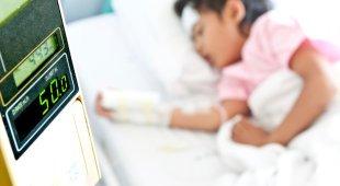 A 11 anni porta sorellina in ospedale e la salva