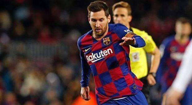Messi nello stadio che fu di Diego: «Non vedo l'ora di andare a Napoli»