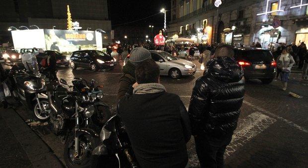 Terrore nella notte a Montesanto auto esplode, in fiamme barberia