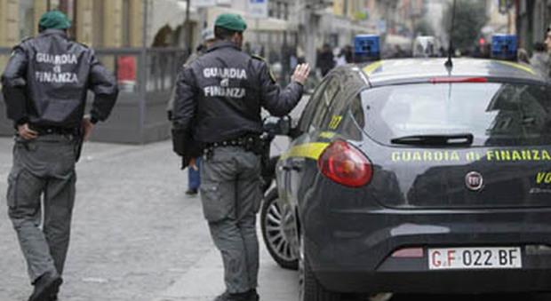 Napoli. Finte griffe Formula 1 e Moto Gp sequestrati 15mila articoli