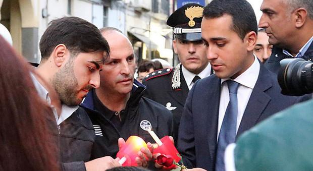 M5S, fiaccolata ad Acerra con Di Maio: «Problema irrisolto se Pd è al governo»