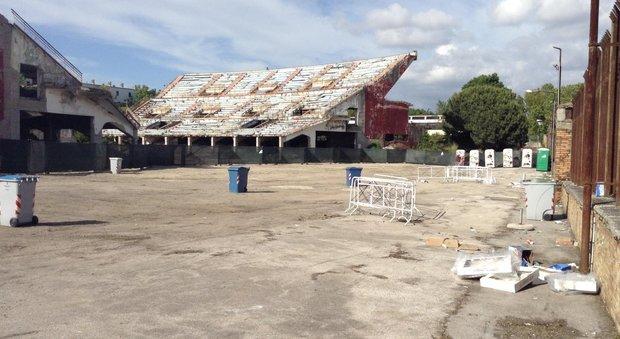 De Magistris: «Olimpiadi a Napoli». Ma gli impianti cadono a pezzi