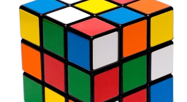 Cubo di Rubik, un robot lo risolve in 0,38 secondi. Il video è incredibile