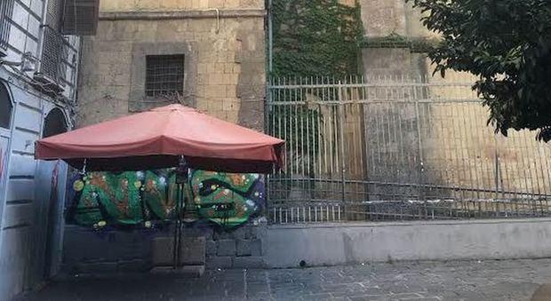 Napoli. Sfregiata Cappella Pappacoda, live painting di protesta