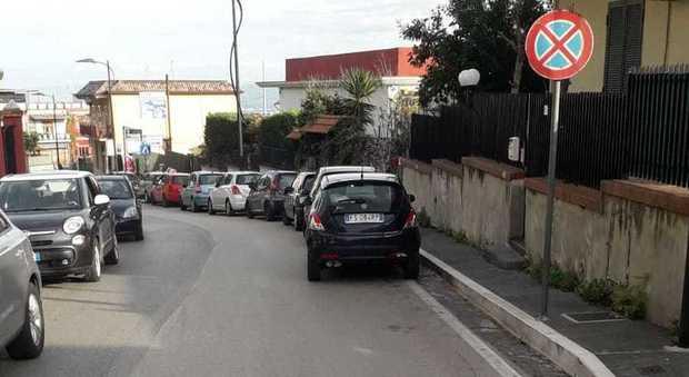 File di auto in sosta selvaggia, bus bloccato a Massa di Somma - Il Mattino