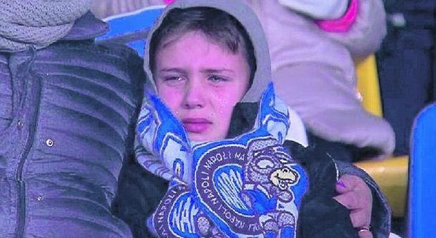 Napoli, le lacrime virali di Mario: «Ma adesso non fatemi piangere più»