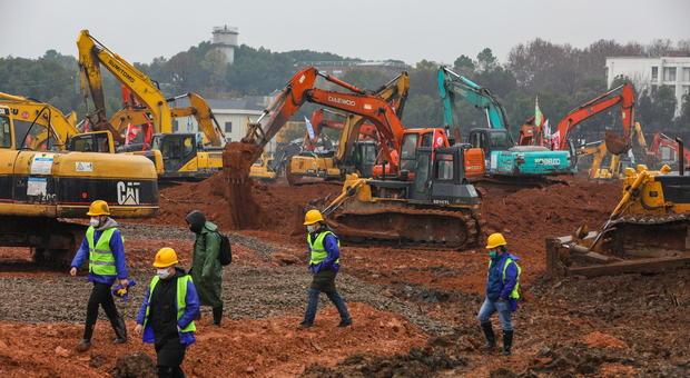 Coronavirus, un nuovo ospedale a Wuhan: lavori già iniziati, sarà costruito in 10 giorni