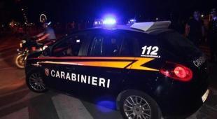 Sparatoria in strada nel Torinese, un morto e un ferito: killer in fuga